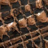 Luxusní designový radiátor Granit Cuivre z Olycale kamene - detail