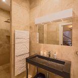 Luxusní kamenný radiátor s kombinací držáků na ručníky Edo Bath od výrobce Cinier