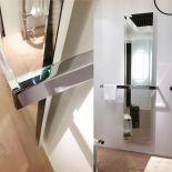 Luxusní radiátor zabudovaný v zrcadle s kombinací držáku na ručníky